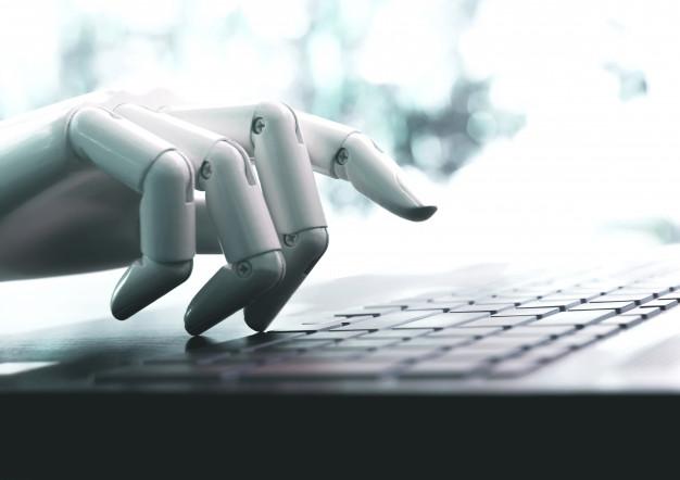 Roboter am Laptop