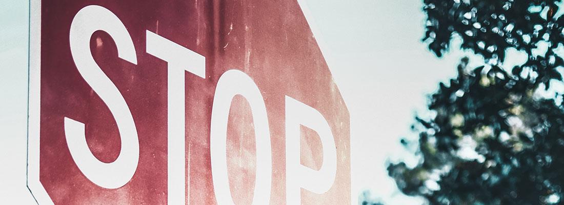 Ausschnitt eines Stoppschildes