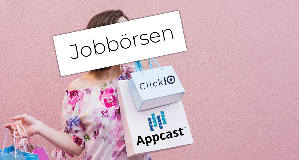 Frau mit Tüten von Jobbörse in der Hand